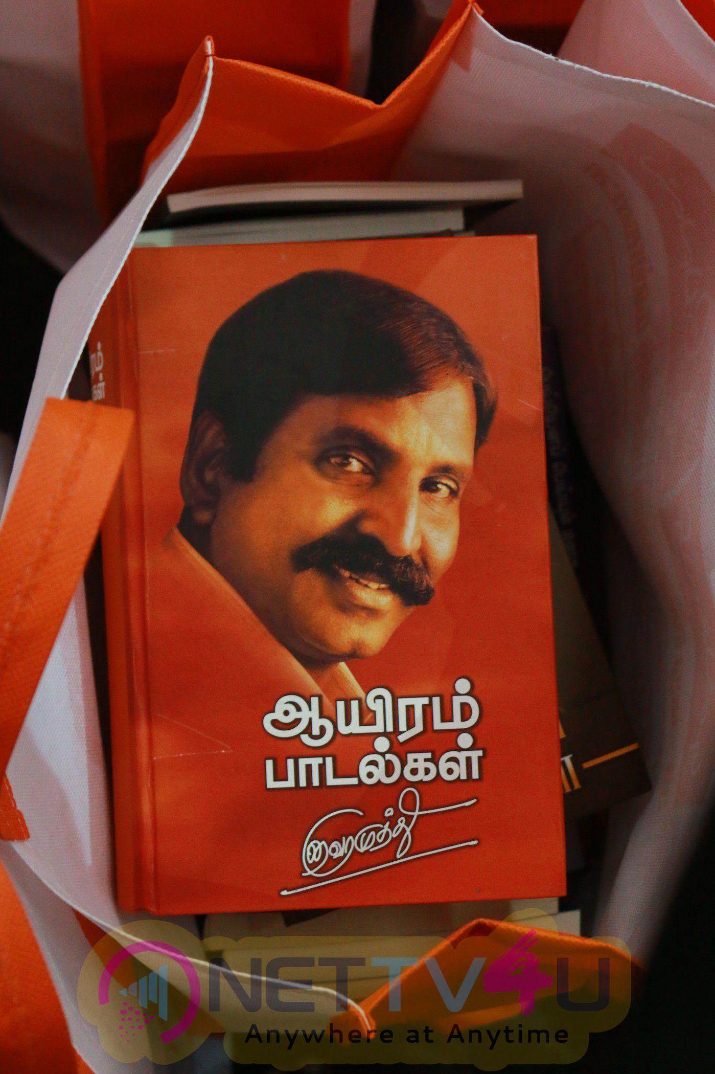 Kaviperarasu Vairamuthu Meets And Greets His Readers At Chennai Book Fair 2016 Photos