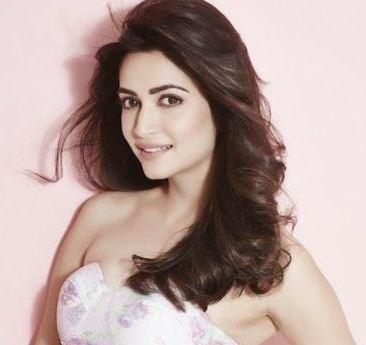 Kriti Kharbanda Makes Her Bollywood Debut!