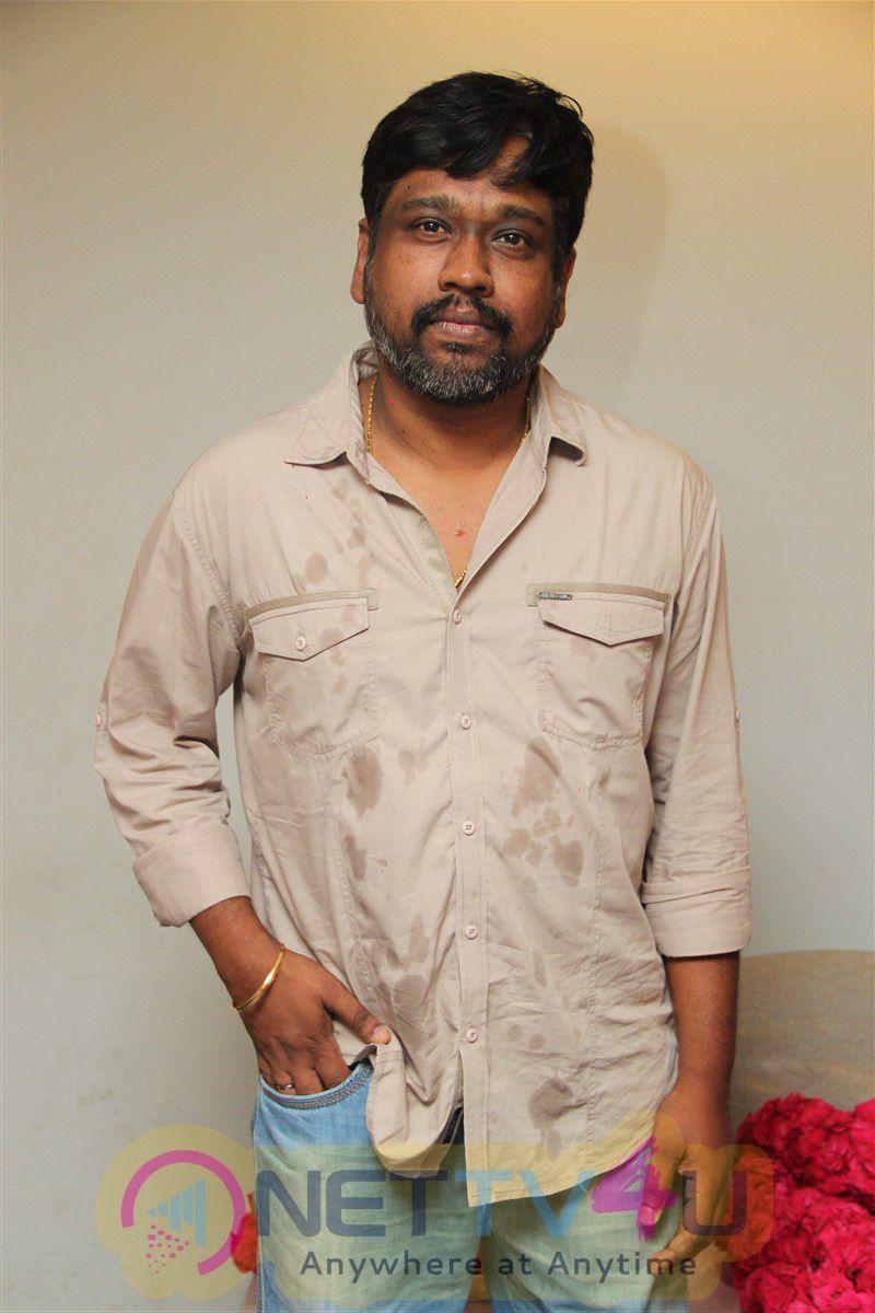 Kadavul Irukan Kumaru  Movie 1st Day On Location Photos & Latest Stills