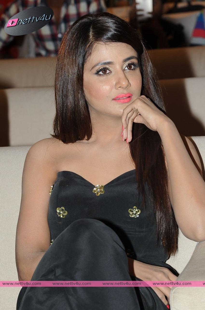 Kannada Actress Parul Yadav Hot Latest Photos