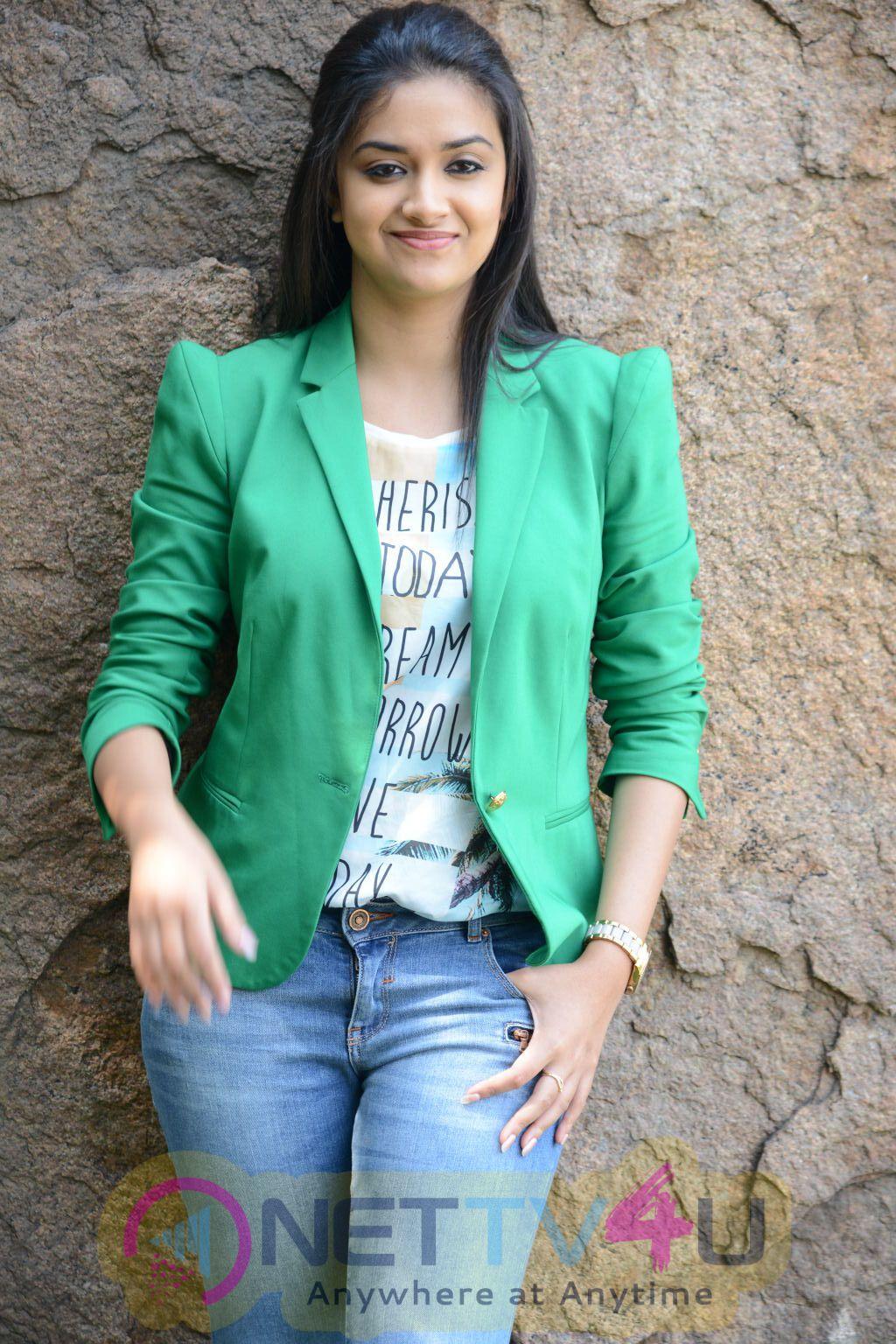keerthi suresh malayalam film actress stills 1