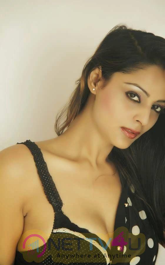 Leena Kapoor Hot Sizzling Sexy Photo Stills