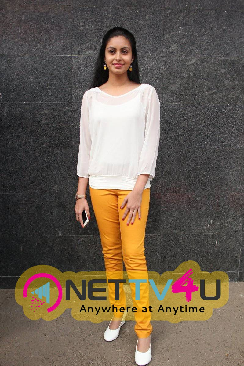 Latest Photos Of Actress Abhinaya At Vizhithiru Movie Audio Launch