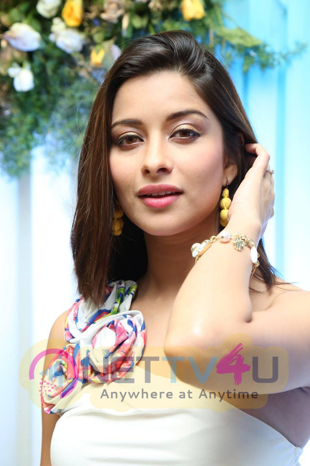 Latest Photos Of Actress Madhurima At Hi Life Exhibition Launch
