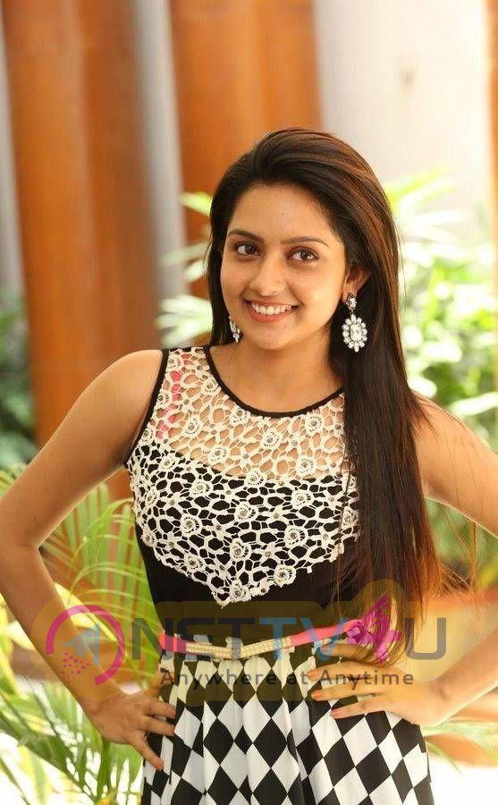 Latest Photos Of Actress Mahima Nambiar At Vaadu Nenu Kadhu Movie Launch