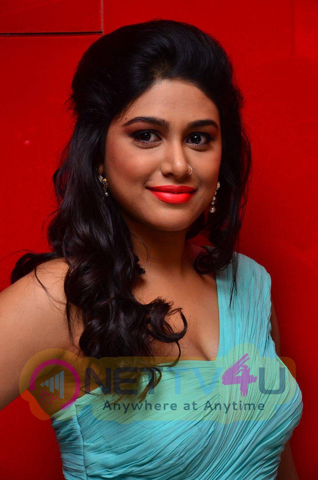 latest photos of actress manisha yadav at trisha illana nayanthara movie trailer launch 11
