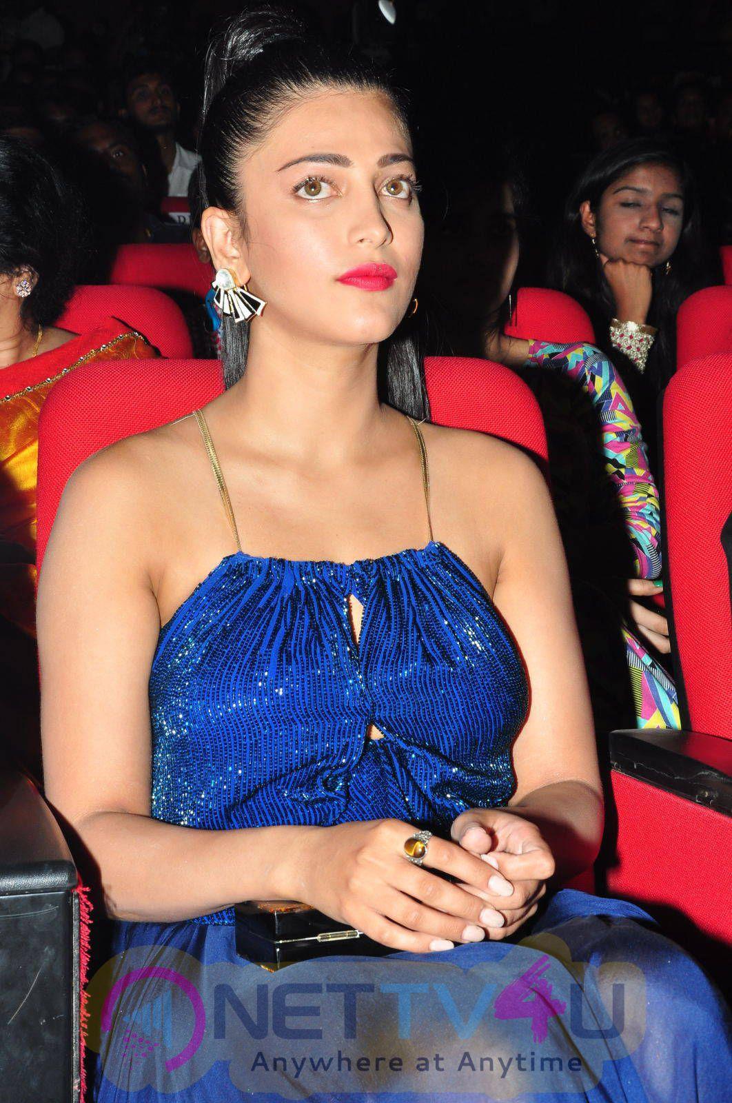 Latest Photos Of Actress Shruti Hassan At Srimanthudu Audio Launch
