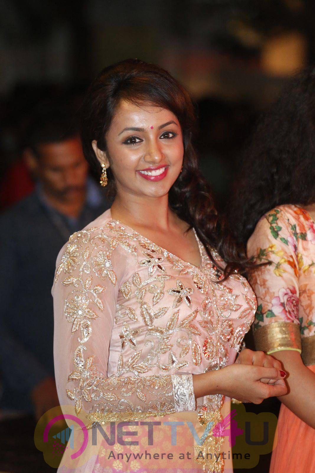 latest stills of actress tejaswi at kerintha platinum disc function 1
