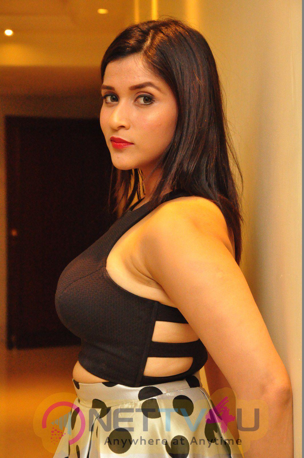 Mannara Chopra Latest Dazzling Images