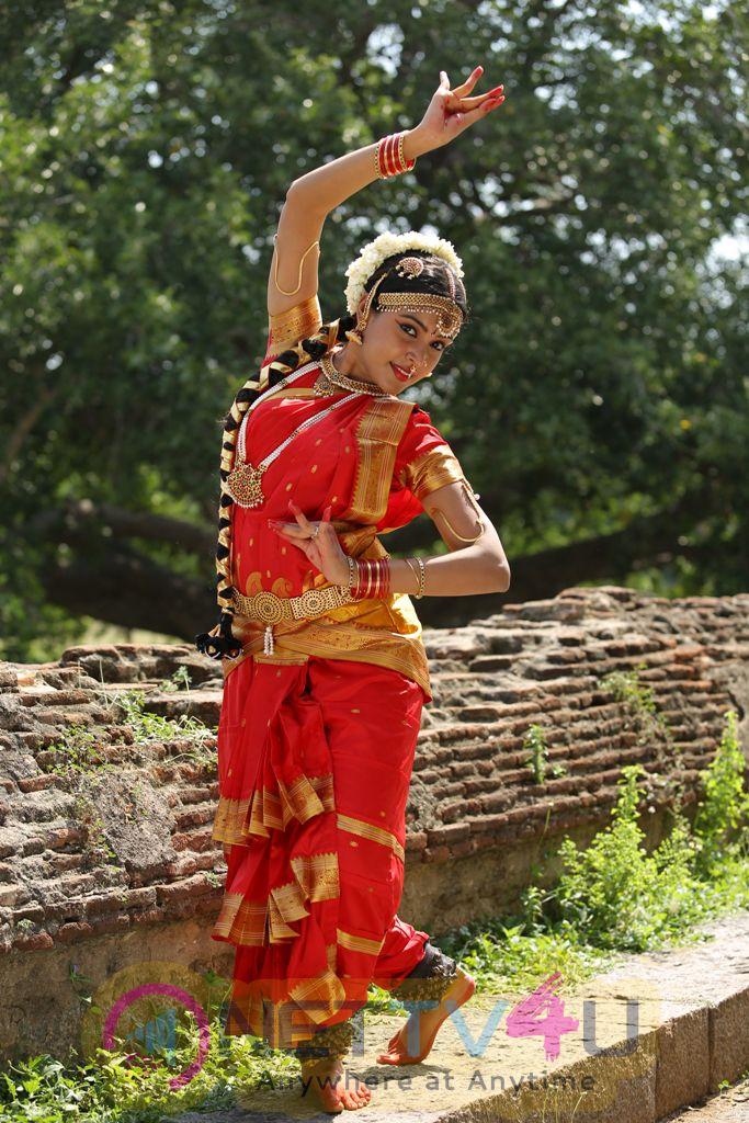 Merlin Tamil Movie Statuesque Photos
