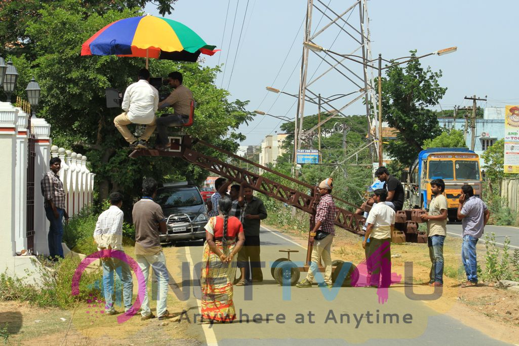 Munnoodi Tamil Movie Working Stills