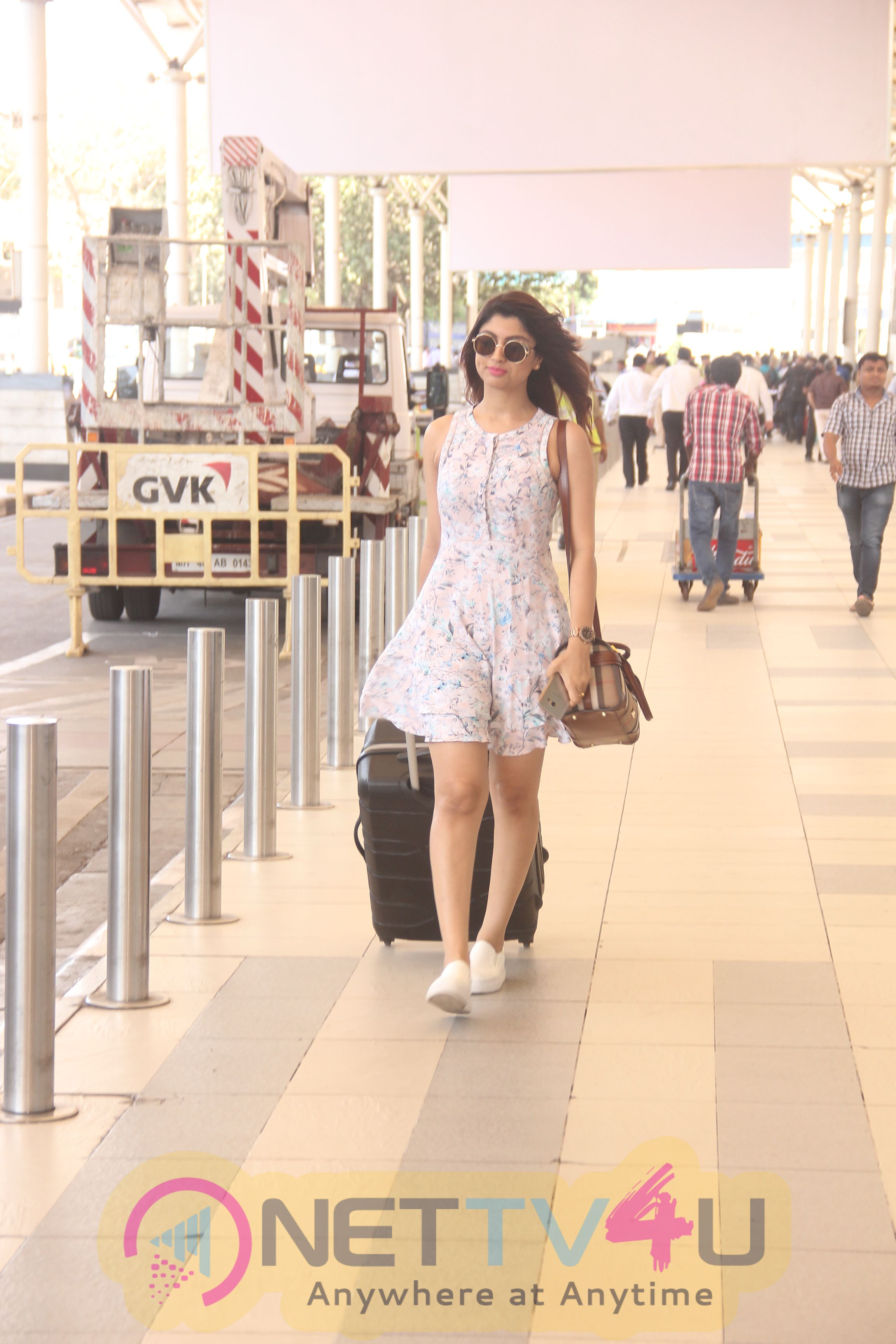 Madhur Bhandarkar Calendar Girls Lead Akanksha Kapoor Spotted At Mumbai Airport Photos