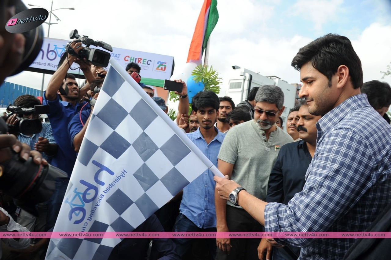 Mahesh Babu Flags Off 'Chak De India Ride'Photos First On Net
