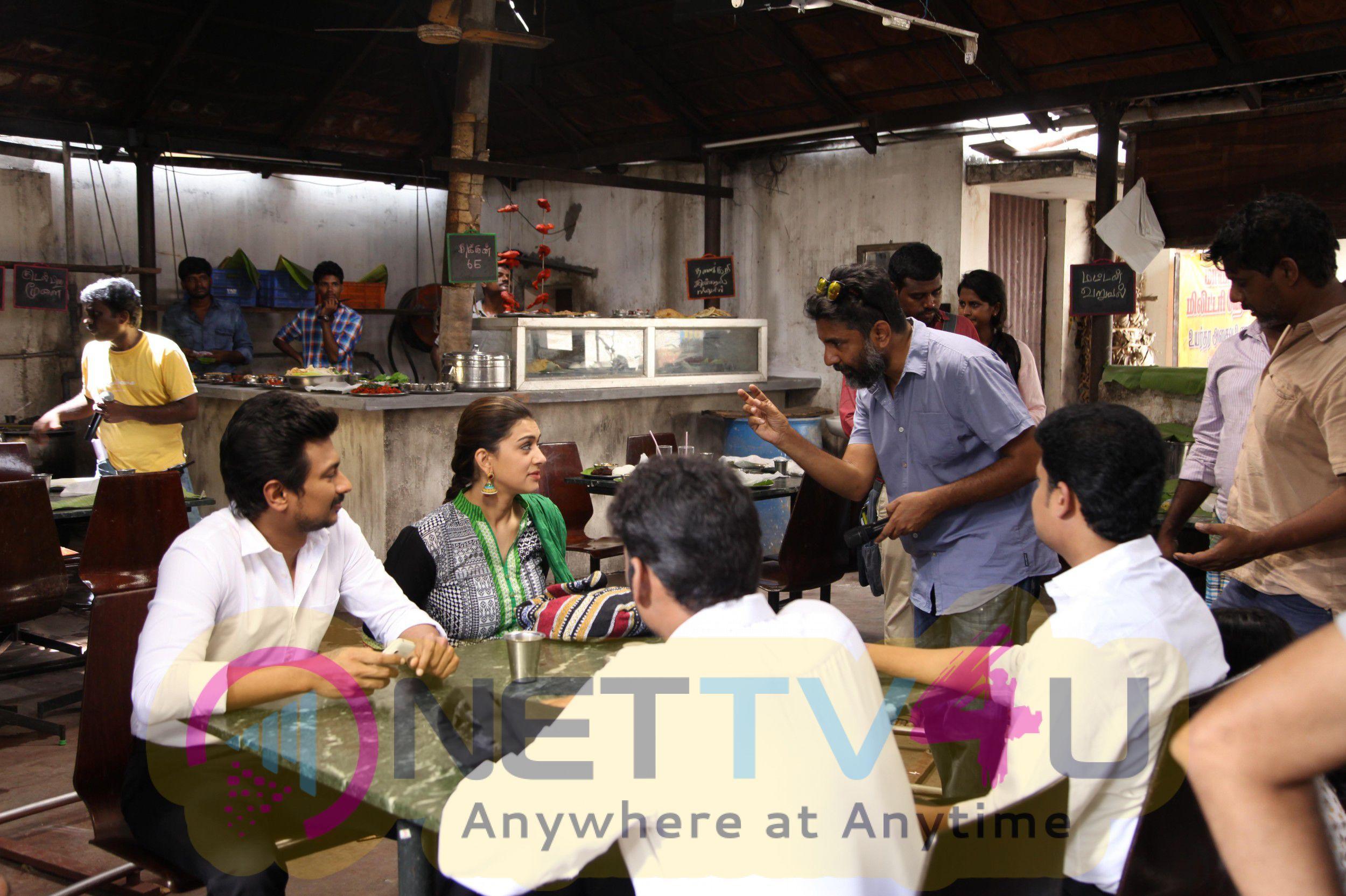 Manithan Tamil Movie Working Stills