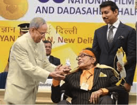 Manoj Kumar Presents Sai Baba Idol To President Pranab Mukherjee