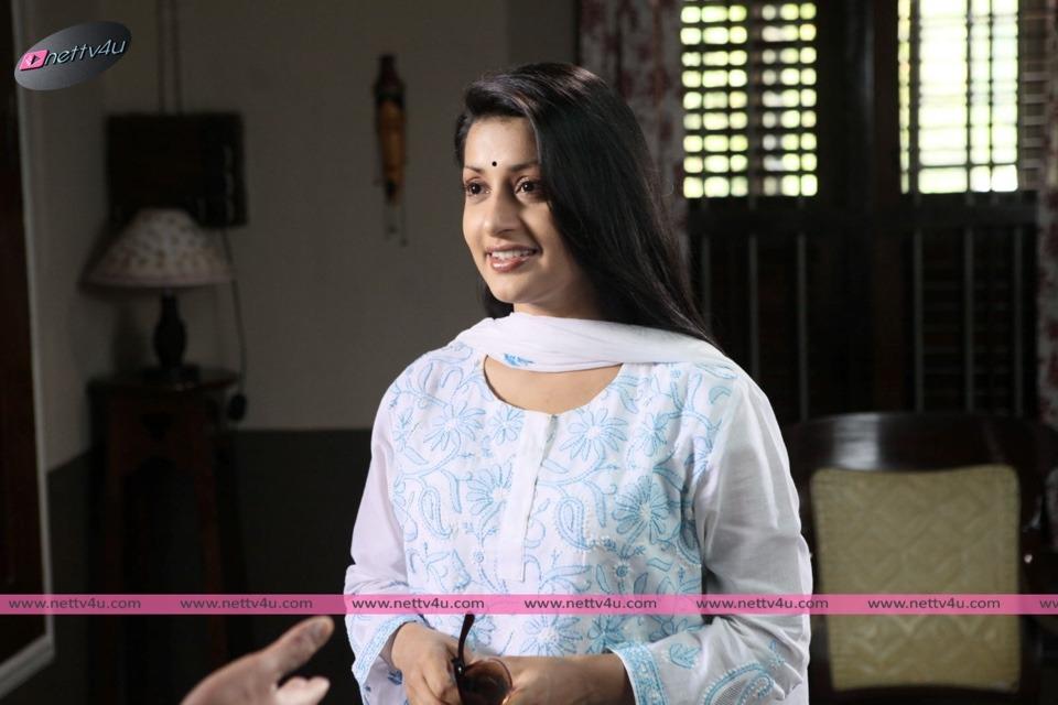 Meera Jasmin's Elegant Looks In Movie The Eye
