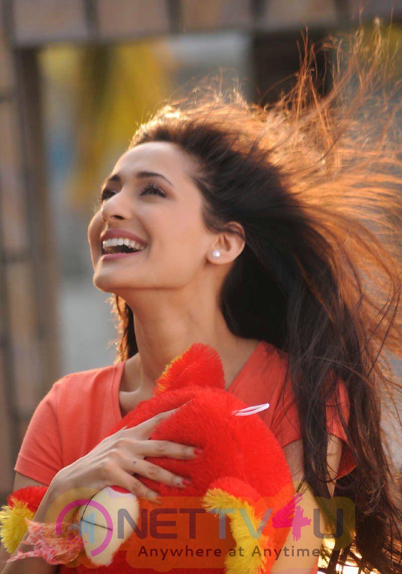 Mirchi Lanti Kurradu Telugu Movie Images
