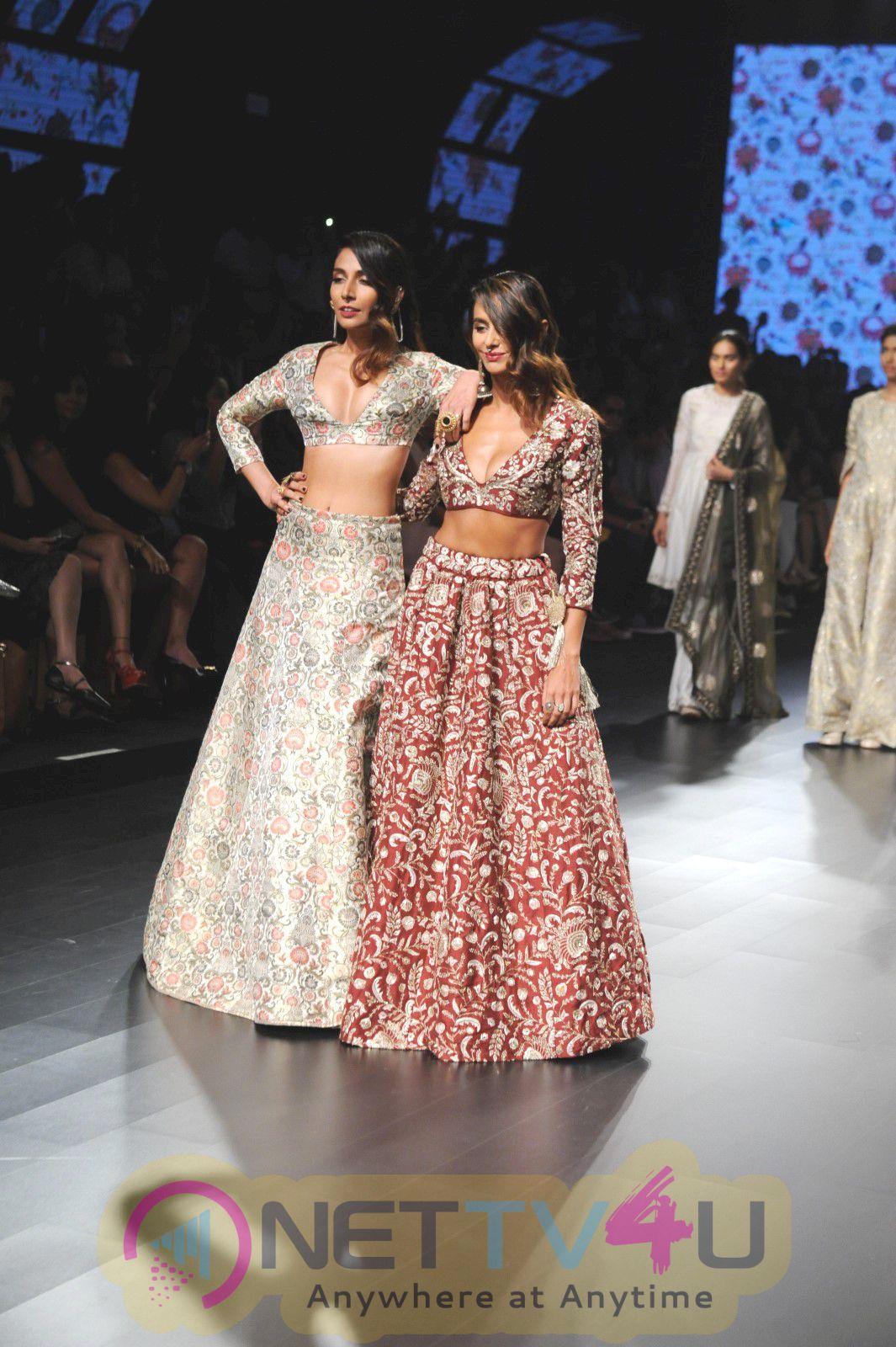 Monica Dogra And Shibani Dandekar Showstopper For Payal Singhal At LFW Summer Resort 2016 Stills