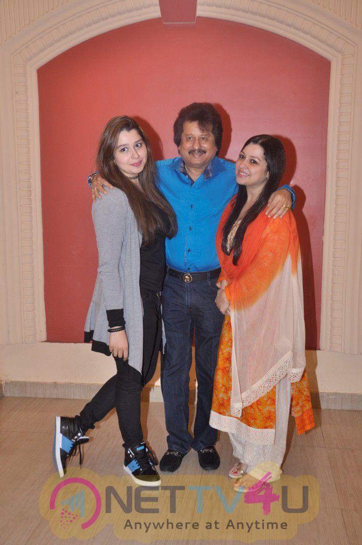 Pankaj Udhas,Suresh Wadkar & Other Singers At Rehearsal For Khazana Ghazal Festival Luminous Photos Hindi Gallery