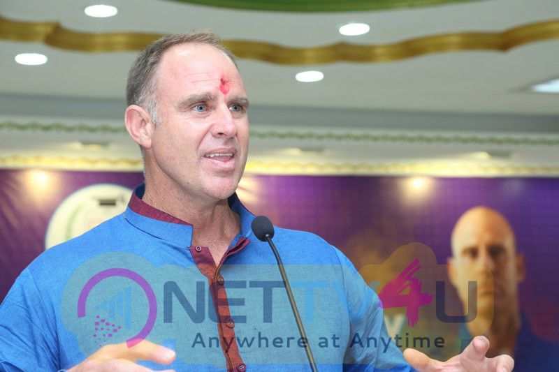 Press Release And Photos Of Matthew Hayden An Interaction With Sathyabama Students