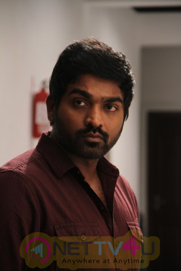 Puriyatha Puthir Tamil Movie Latest Working Images