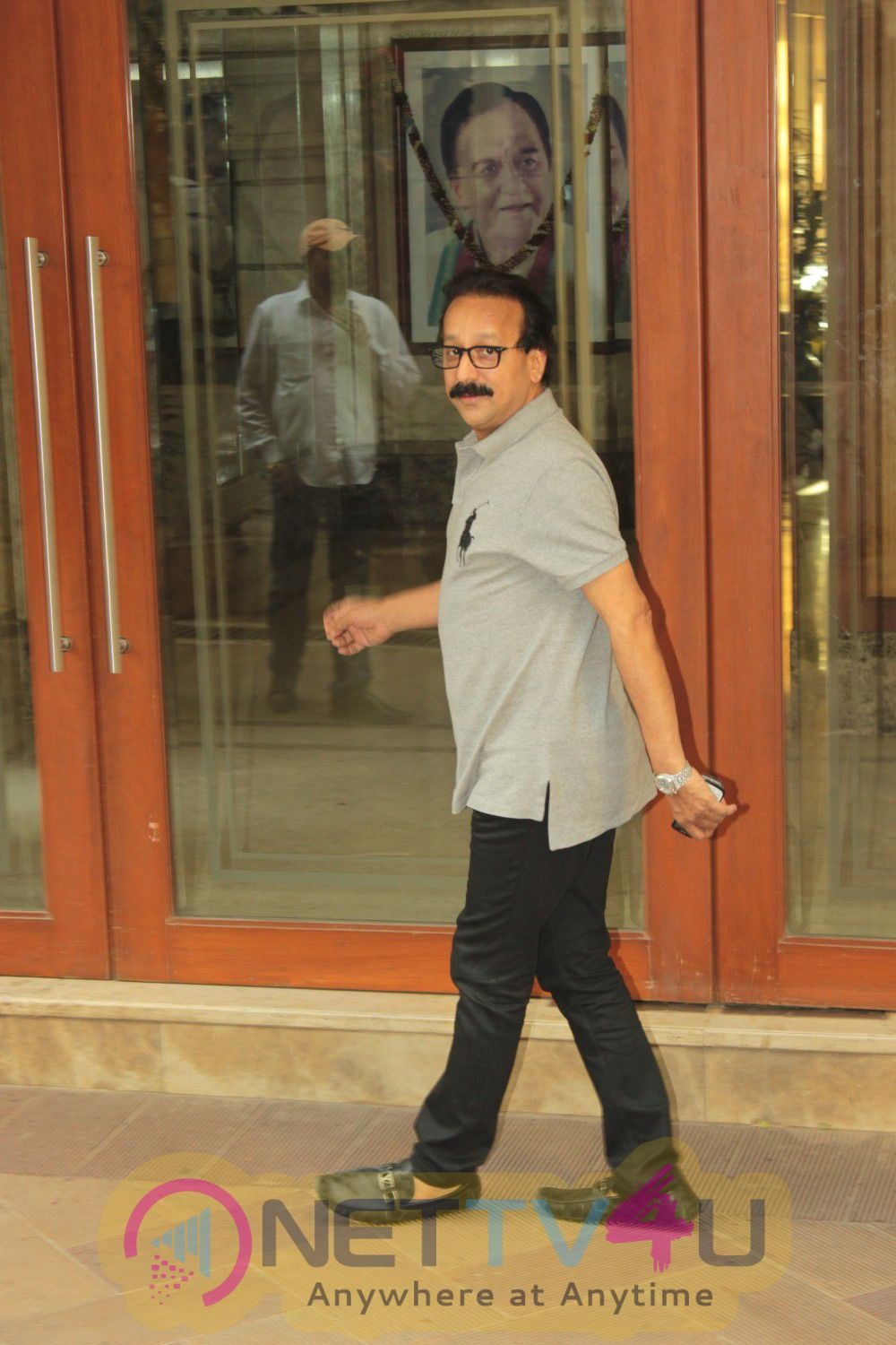 Photos Of Many Bollywood Celebrities At Meet Sanjay Dutt Home