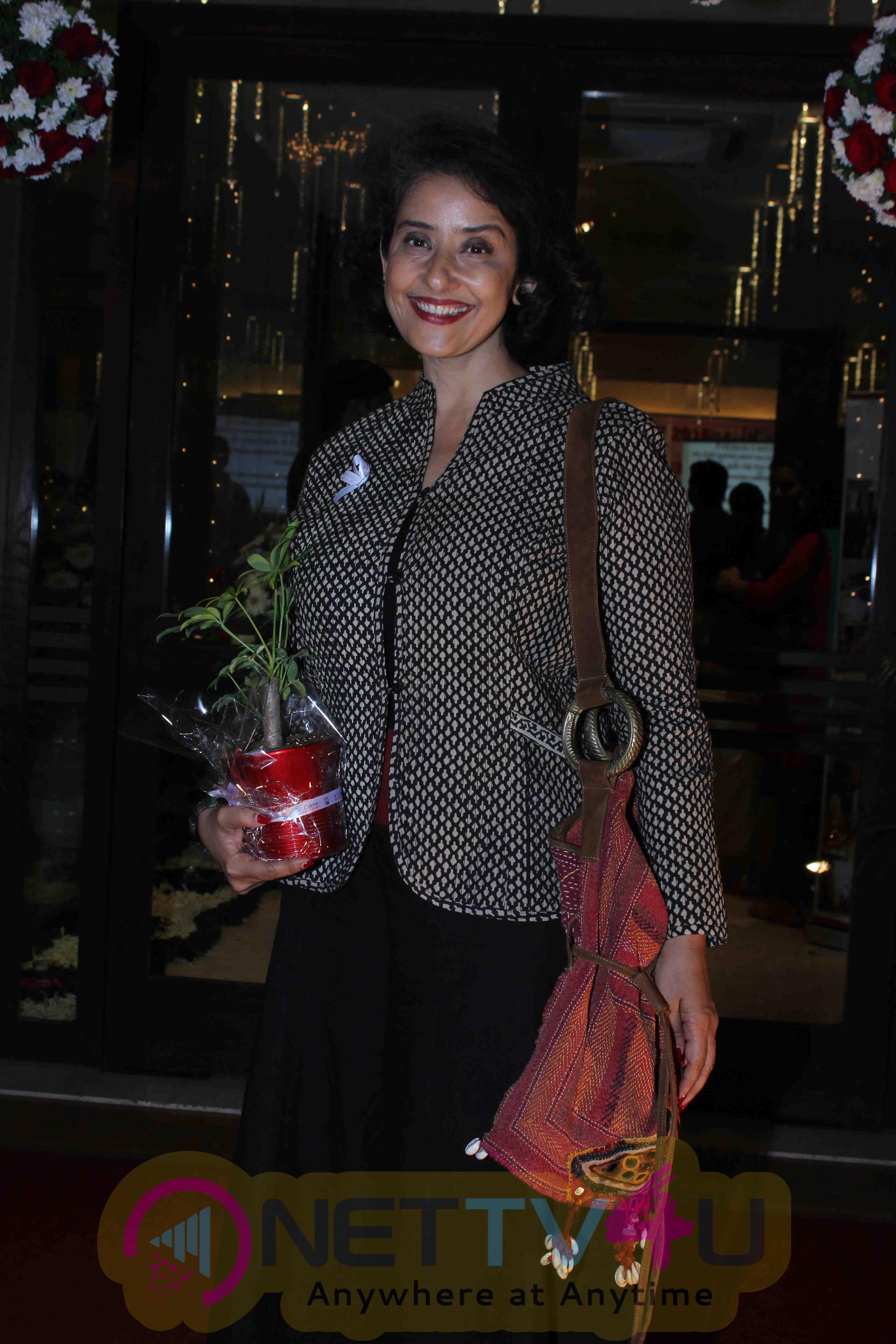 Photos Of V Care Foundation Honours Manisha Koirala Hindi Gallery