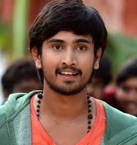 Raj Tarun Romances The Married Beauty!