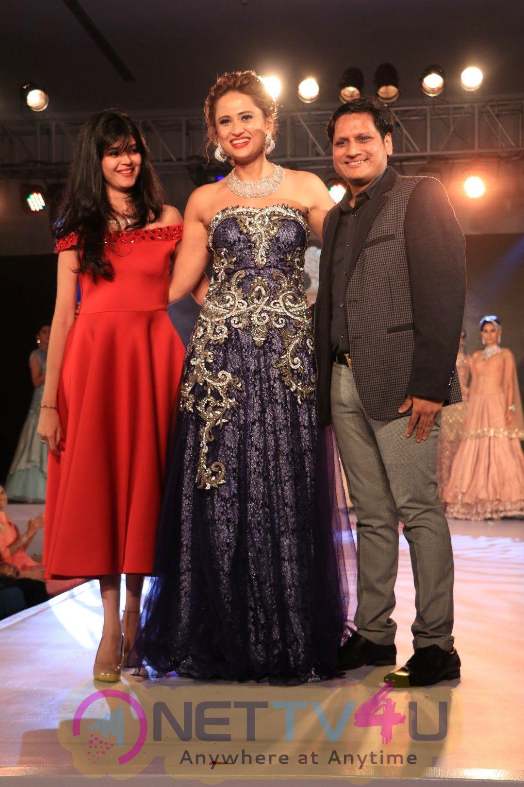 Rajkumar Rao & Patralekha At Glamour 2016 A Bridal Affair Stills