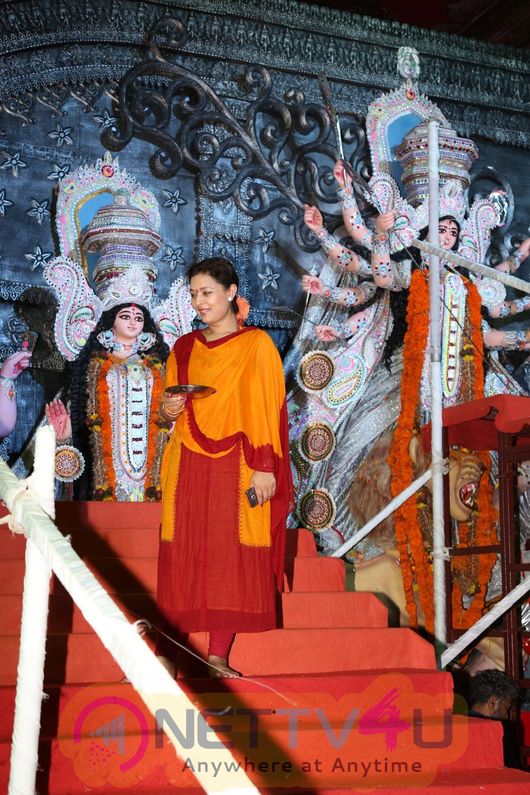 Rani Mukerji At Visarjan Ceremony Of North Bombai Sarbojanin Durga Puja Samiti 2016 Fetching Photos