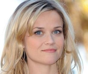 Reese Witherspoon And Her Three Lipsticks!