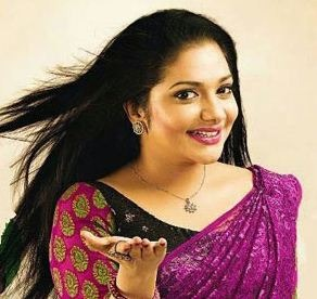 Rimi Tomy's Melodious Song For Aadupuliyattam!