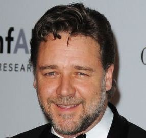 Russell Crowe Slashes Australian Airlines!