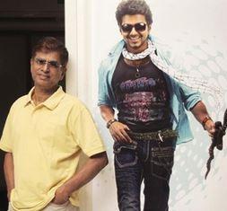 S. A. C. Directs Vijay In Naiyya Pudai!