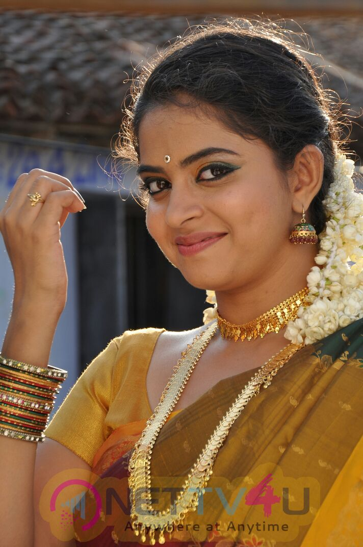 Saaya Tamil Movie High Quality Images
