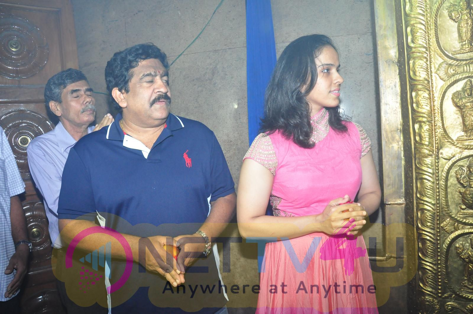 Saina Nehwal Visits Film Nagar Temple Enticing Stills Telugu Gallery