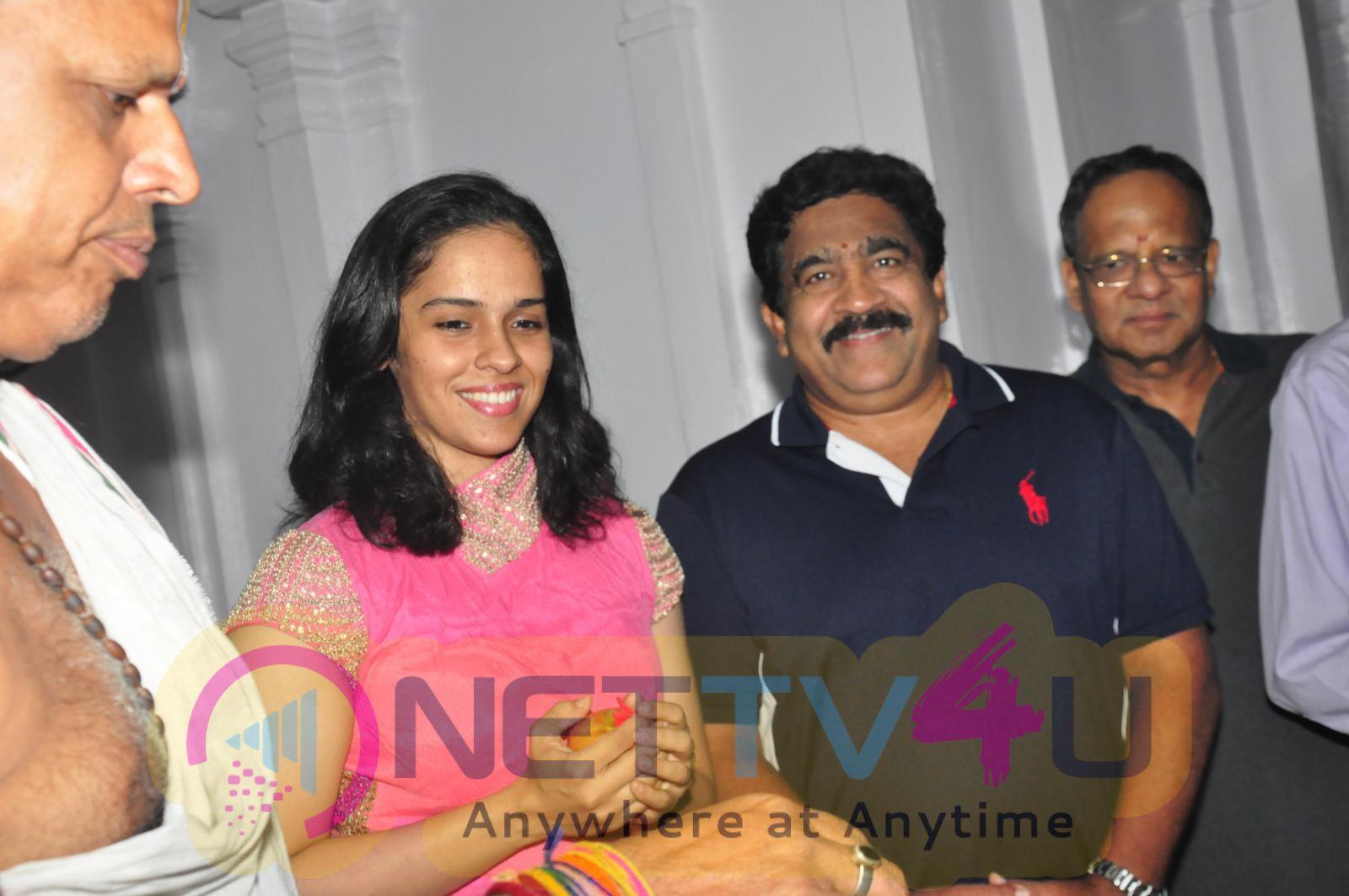 Saina Nehwal Visits Film Nagar Temple Enticing Stills Telugu Gallery