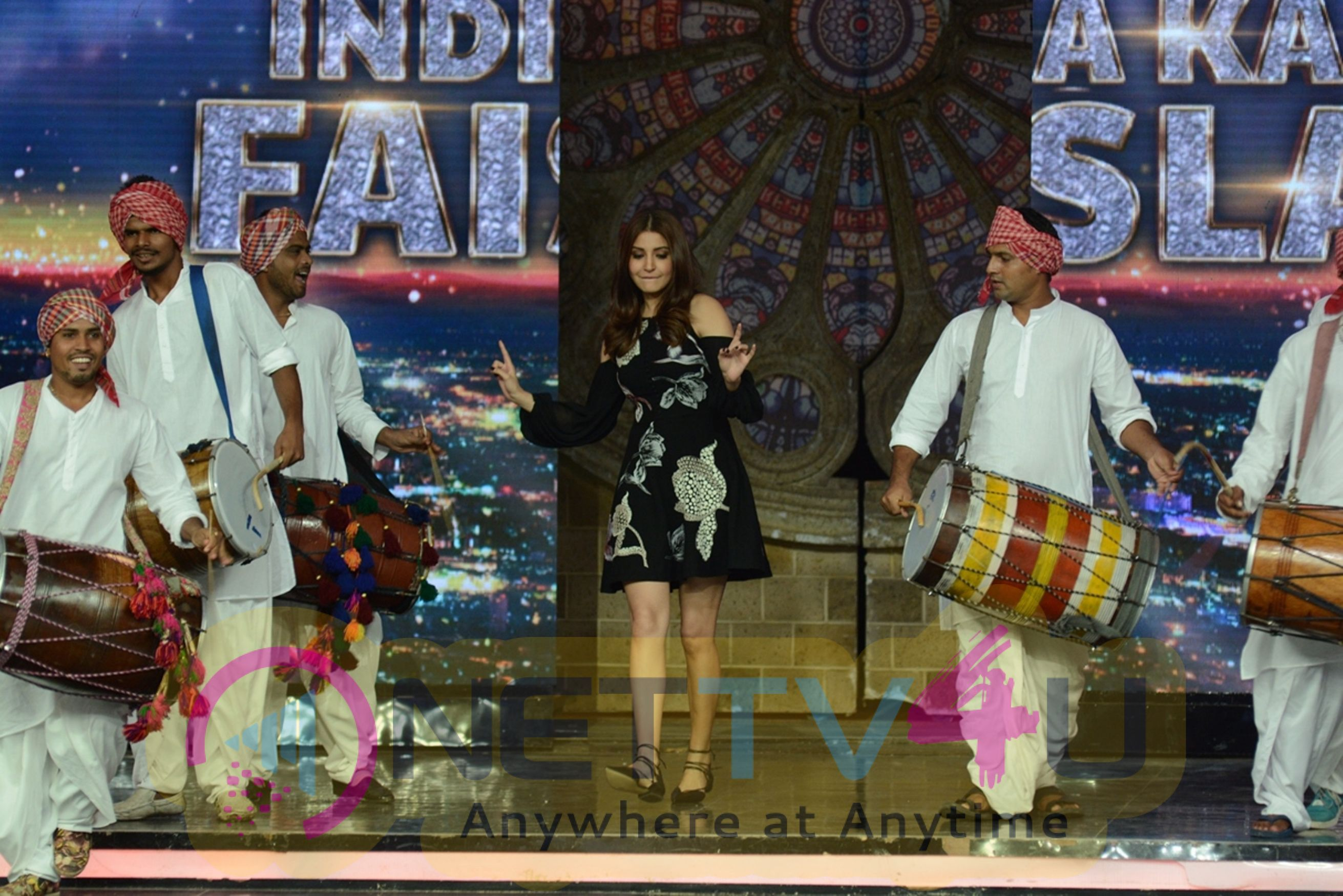 Salman Khan & Anushka Sharama Promote Sultan At India Got Talent Pictures