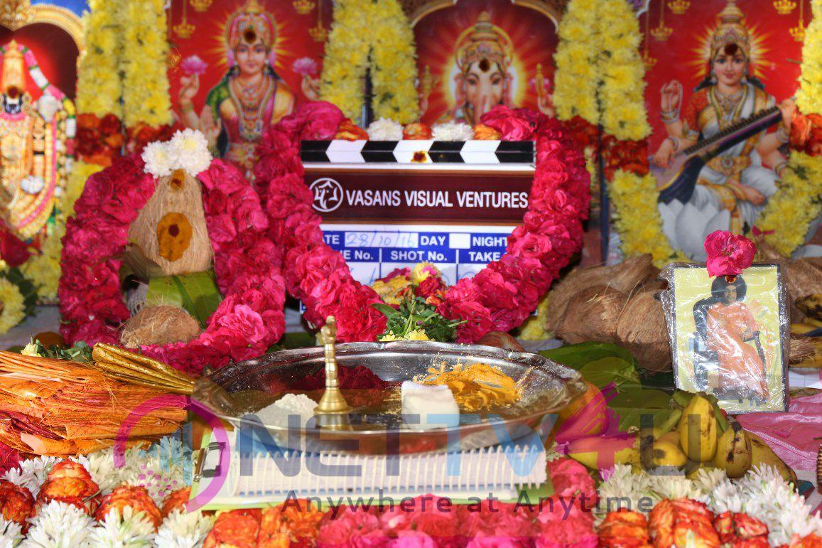 Santhanam In Odi Odi Uzhaikkanum Movie Launch Stills