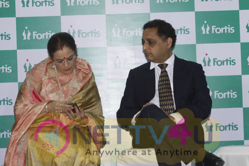 Shatrughan Sinha Felicitates Families Of Organ Donors At Fortis Hospital Photos