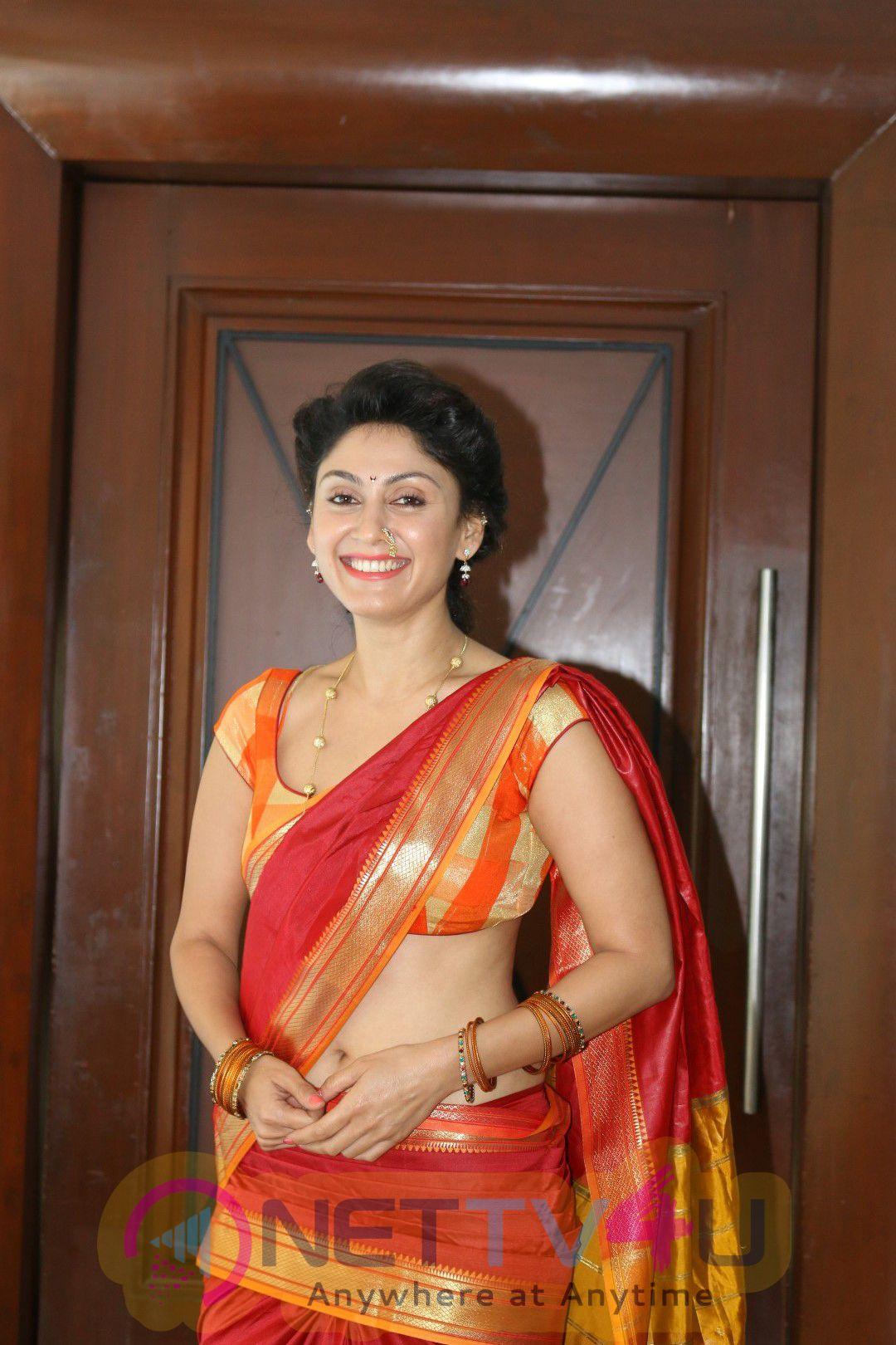 Shreyas Talpade & Manjari Phadnis For Film Wah Taj With Promotional Interview Good Looking Pics