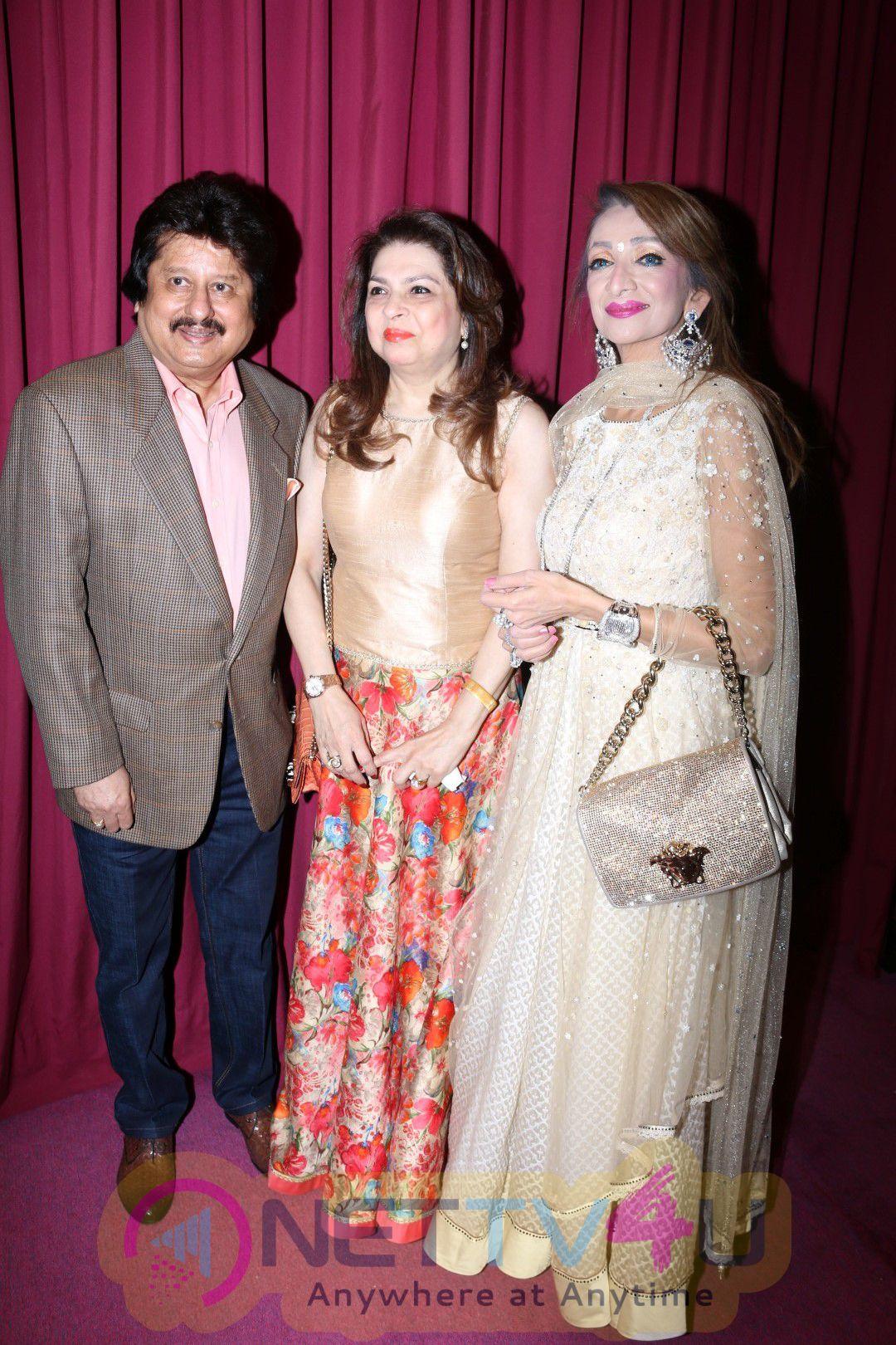 Sonakshi Sinha & Pankaj Udhas At Red Carpet Of Dr. Batra's Positive Health Awards 2016 Photos