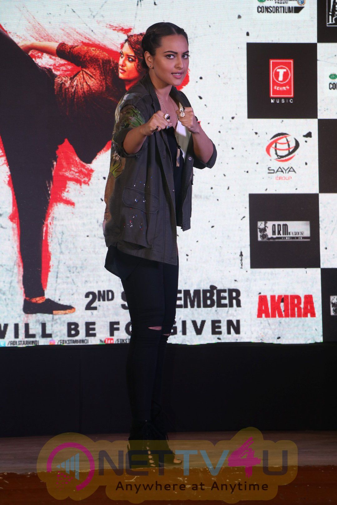 Sonakshi Sinha Performs Live At The Song Launch Of Rajj Rajj Ke From Akira Stills