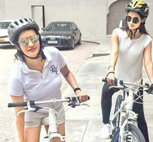 Sonal Chauhan Enjoys Her Vacation!