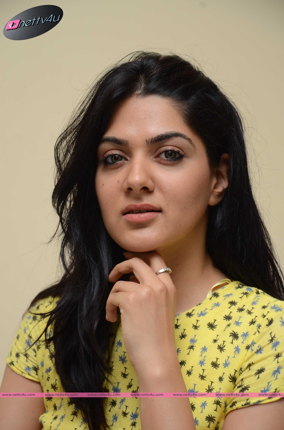 Hot Pictures of Sakshi Chaudhary
