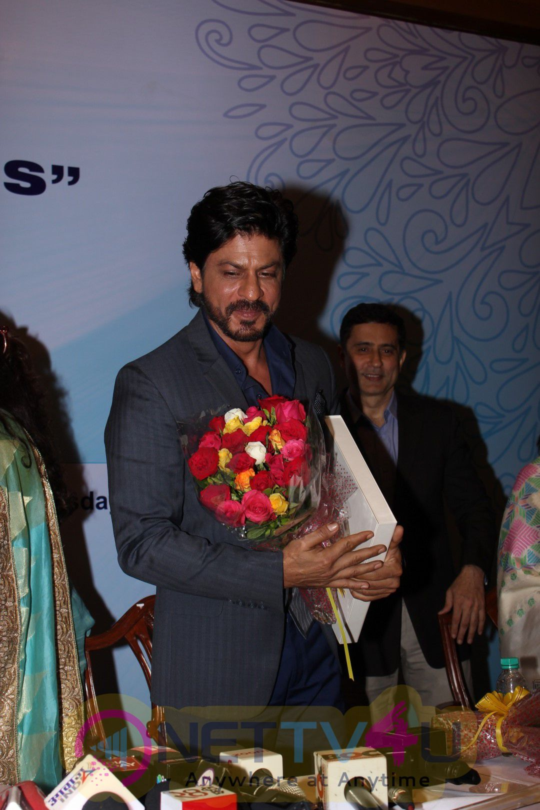 Shah Rukh Khan & Devendra Fadnavis At Book Launch Of Coffee Book Movers Photos