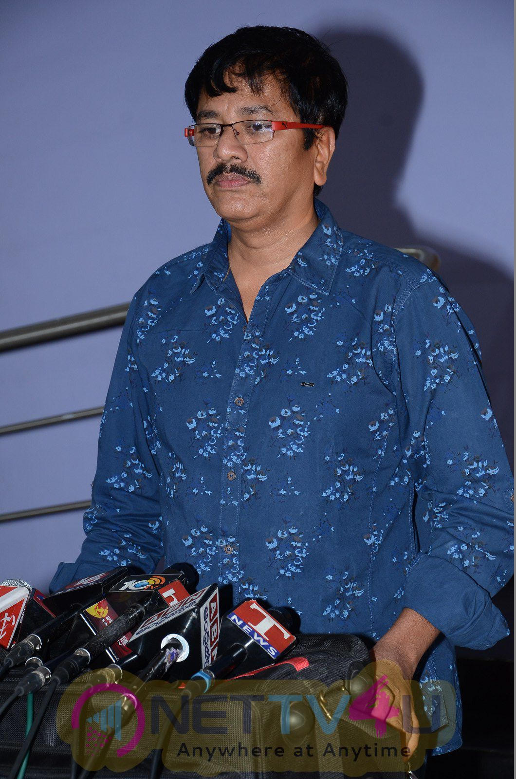Shatrughan Sinha Watches Eedo Rakam Aado Rakam Movie Admirable Stills
