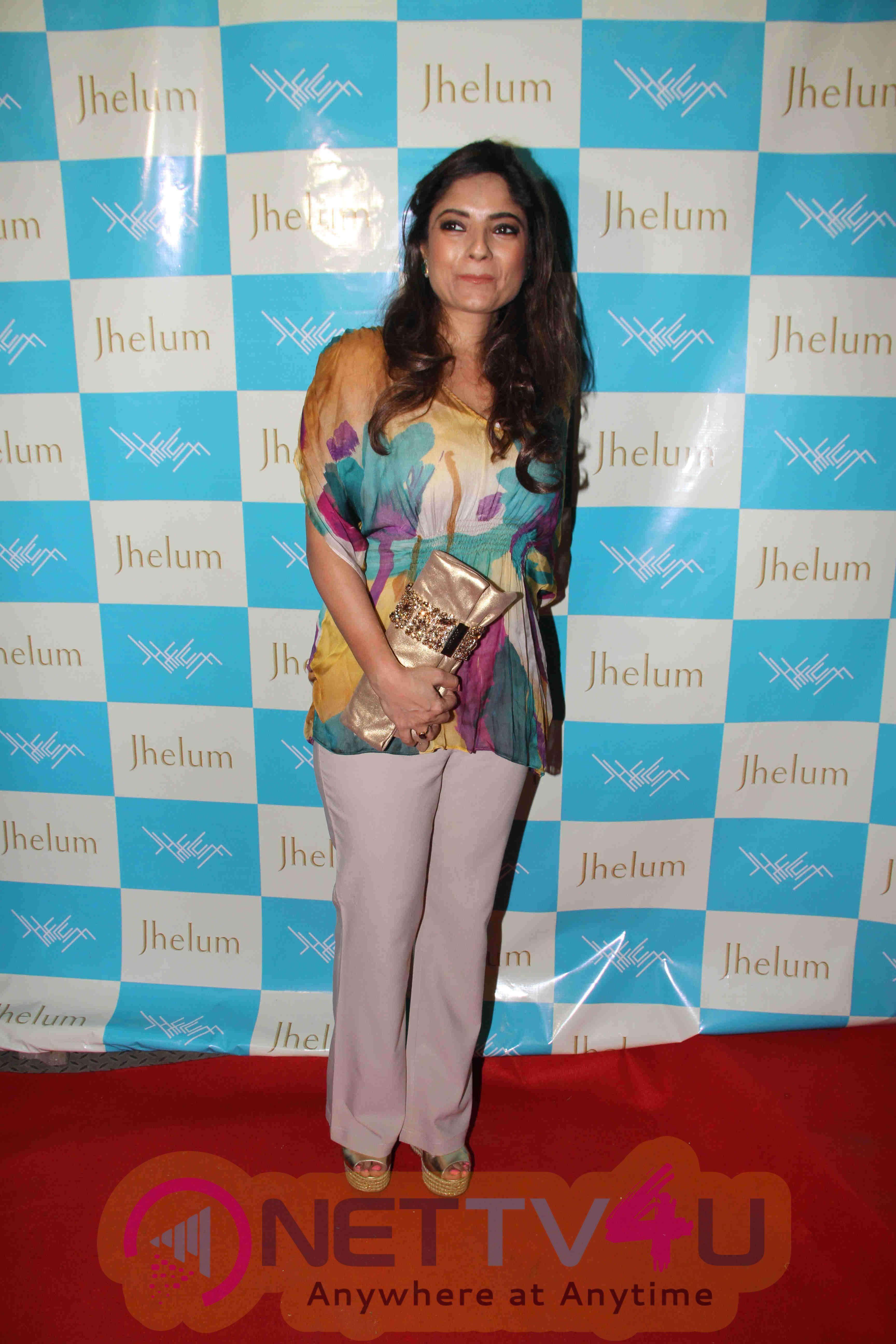 Shriya Saran And Eesha Koppikar At Jhelum Store Launch In Mumbai Stills