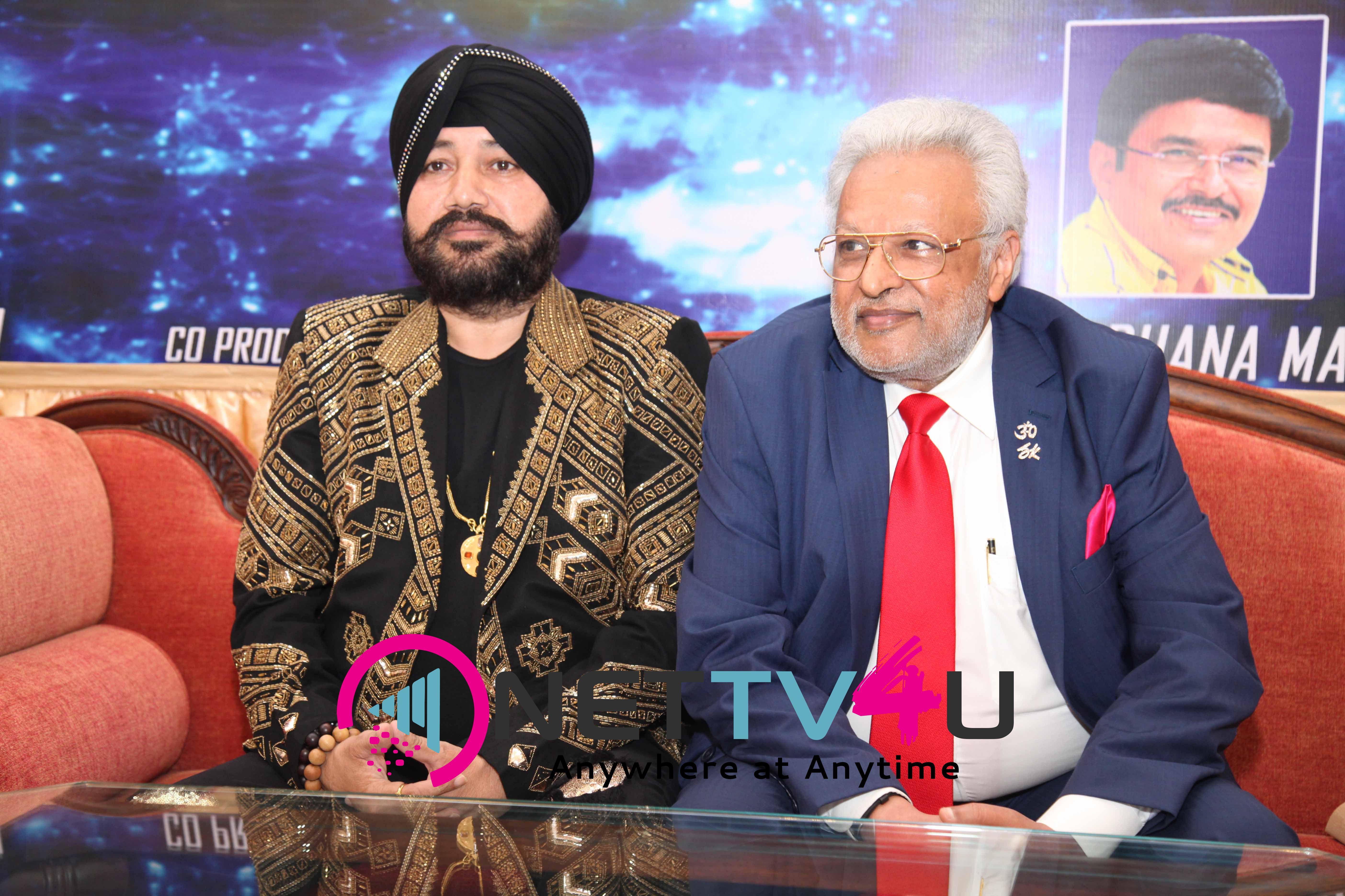singer daler mehndi   shalabh kumar joined to produce kannada film check pressmeet stills 3