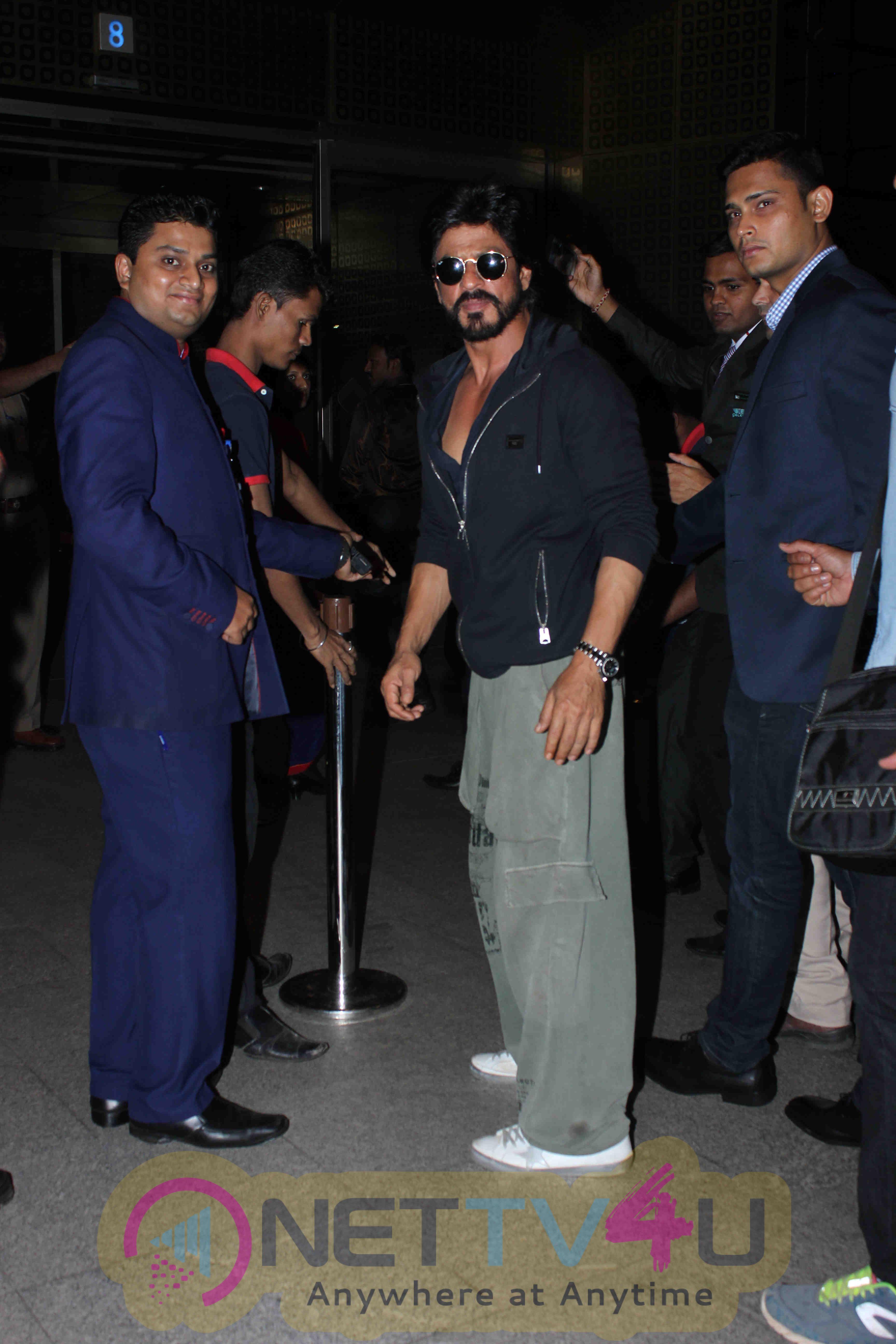 SRK & Ranveer Singh Snapped At Mumbai International Airport Leaving For TOIFA 2016 Hindi Gallery